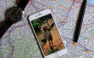 planowanie-podrozy-z-iphonem-i-mapa-w-reku-V1_MAIN-565.jpg